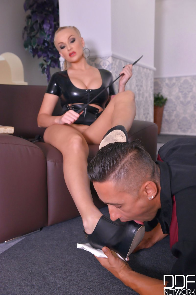 The Shoe Licker - Waiter Humiliated By Hungarian Domina VR Porn