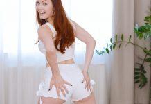 Hottie teases cunt with panties